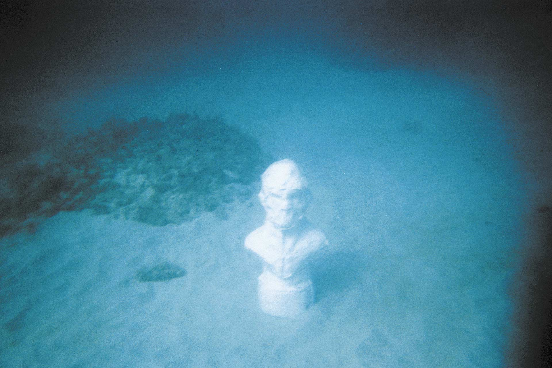 Envinronmental Wanderer (Guanabo, Cuba) 2001, ongoing Project involving 5 plaster casts left in different locations around the world. C-type Print on aluminium, 100x70 cm.
